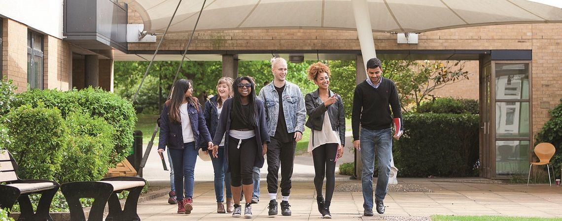 Стипендия £6 000 от лондонского университета Roehampton!