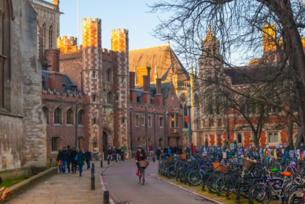How Great is it Actually Going to University in London? And why universities open their campuses there?