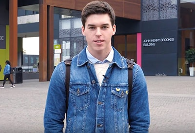Video review of the sophomore Oxford Brookes University about the University, favourite subjects and internships