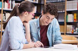 Сколько студентов из России ежегодно принимает Кембридж на первое высшее?
